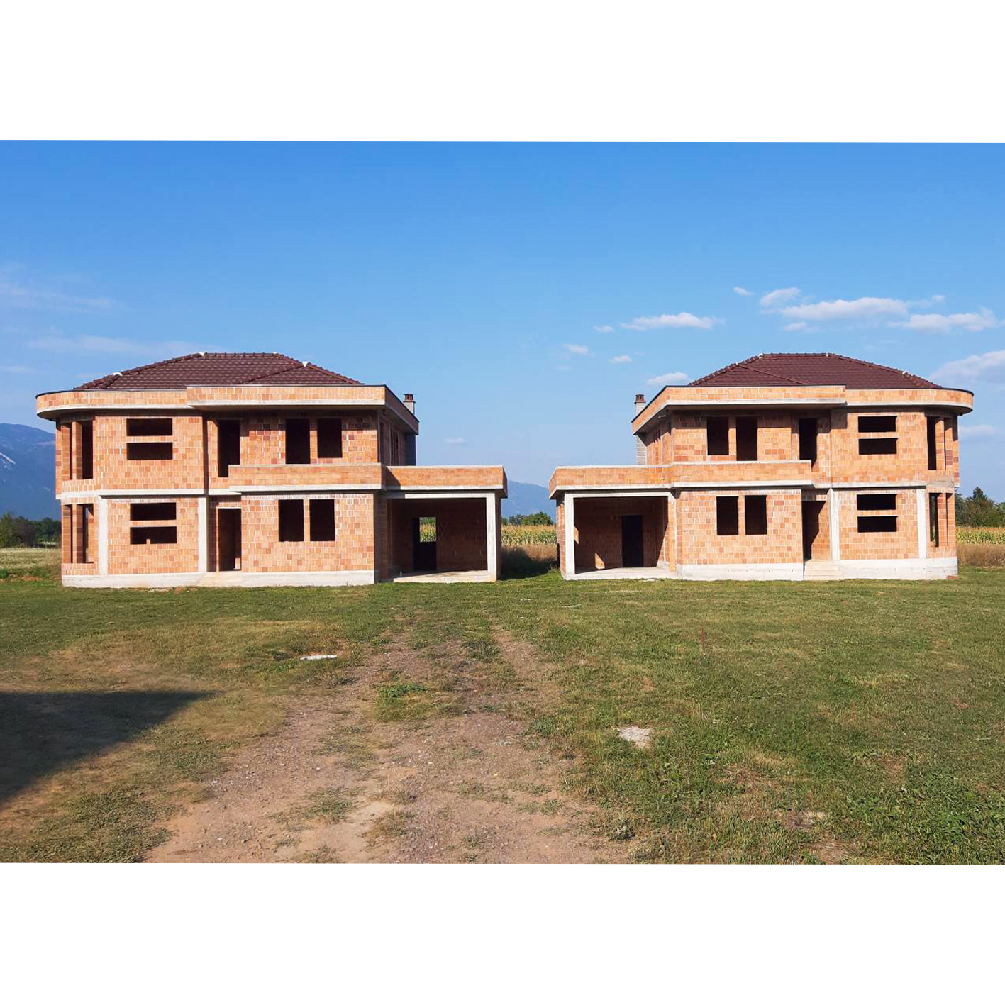 2 shtëpi ne 20 ari ne SHITJE ne Vitomerice