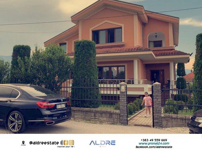 Shitet shtëpija e mobiluar në Pavlan të Pejës
